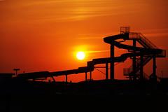 Wasserrutsche im Sonnenuntergang (Fooß) Tags: topf25 wasser bad himmel sonne nordsee schwimmbad rutsche bensersiel flickrbronzetrophygroup