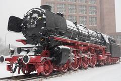 Sie fährt nicht mehr bei jedem Wetter (Teelicht) Tags: schnee winter snow station germany deutschland bahnhof hauptbahnhof locomotive steamengine centralstation braunschweig dampflokomotive lokomotive steamlocomotive niedersachsen lowersaxony schnellzuglokomotive expresstrainlocomotive bahnhofslok