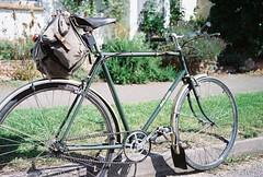 My lenton out on a Sunny Day (cycle.nut66) Tags: summer england green bicycle gold cycling village kodak steel 531 raleigh scan contax b17 cycle 200 analogue archer quartz fm stoke hammond brooks reynolds 139 lenton distagon saddlebag carradice 3528 sturmey