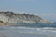La Scala dei Turchi vista dalla spiaggia di Capo Rossello (costagar51) Tags: italy italia mare natura sicily sicilia agrigento realmonte anticando