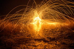 Lightpainting (N.Naumburger) Tags: strand canon eos wasser nacht feuer freunde niels dunkel stahl 6d uelzen langzeitbelichtung weitwinkel osee stahlwolle uelze fotofactory stahlwoll