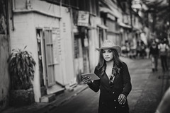 Cowgirl Bangkok (siebe ) Tags: street blackandwhite bw girl monochrome hat thailand photography blackwhite bangkok candid streetphotography photojournalism documentary depthoffield thai streetphoto cowgirl soi streetshot 2016 ipad pratunam       siebebaardafotografie