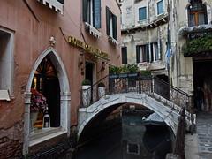 Venedig, I ( doro 51 ) Tags: bridge venice balcony balkon facades kanal brcke venezia venedig channel fassaden 2016 dorophoto