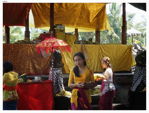 Priestesses of Pura Lingsar, Lombok
