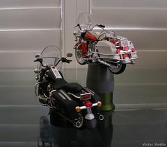 1/18th scale Harley Davidsons (Victor Medlin) Tags: toys models motorcycles racing harleydavidson champions 118 roadking diecast maisto flhelectraglide