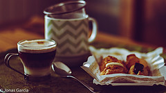 Tarde de sbado (Jons Garca) Tags: pictures coffee caf canon relax photography 50mm photo photos pics pastel saturday pic siesta coffe amateur ef50mmf18ii placer bodegon dulces profundidaddecampo infusin pasteles pastelitos bombn placeres bokhe bodegons eos700d conmicanon