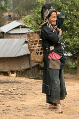 Akha woman in village. (Laura Jacobsen) Tags: laos hilltribe akha phongsaly phongsali akhanoukouy
