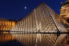 Pyramide du Louvre la nuit (Michel Dancoisne) Tags: paris france photographie louvre michel nuit iledefrance personnes lieux pyramidedulouvre dancoisne