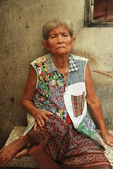 grandma in her colorful outfit (the foreign photographer - ) Tags: grandma portraits canon thailand kiss colorful bangkok clothes seated khlong bangkhen thanon 400d