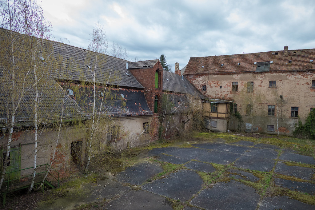 The world 39 s most recently posted photos of abandonne and for Camping cahors piscine