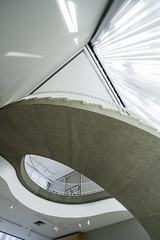 staircase rush (r_bungle) Tags: light chicago architecture arquitectura interiors iconic artic chitecture spirng16