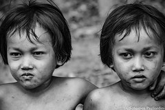 Twin - Kampot - Cambodia (Asia Trip Tour - Sbastien Pagliardini) Tags: world portrait white black london boys composition canon thailand photography eos countryside nikon perfect asia cambodge cambodia gallery noir khmer photographie kep bangkok pride class siem reap lonely singapour asie et enfant blanc asean phnom penh kampot jumeaux 500px gemeli