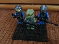 Halo Spartans (Charlie Ropesocks) Tags: lego halo guns spartan