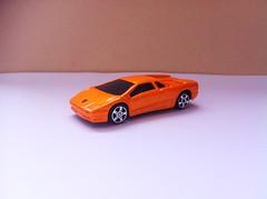 Lamborghini Diablo (Die Cast Collector 1-64) Tags: chile china scale toys model wheels 124 hotwheels 164 diablo autos majorette welly lamborghini vt matchbox 172 143 coleccion diecast hti tomica maisto escala burago bburago cararama motormax realtoy hongwell zylmex rastar guisval
