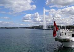 Jet d'Eau on Lake Geneva (Normann) Tags: fountain switzerland geneva flag jetdeau lakegeneva