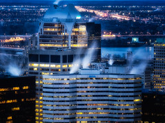 Tempérer la ruée vers l'or/Cooling the gold rush (Elf-8) Tags: city skyline architecture night dusk montreal fume cooling