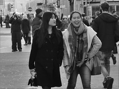 Street (heiko.moser) Tags: street city people bw woman streetart blancoynegro canon person women leute noiretblanc candid strasse teens streetportrait nb menschen teen sw frau publicity schwarzweiss youngwoman personen streetfoto schwarzweis blackwihte streetfotografie