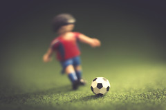 008/365 Penalty kick (Rubn RG) Tags: green grass 35mm ball toys spain dof kick soccer 365 futbol penalty playmobil d3100