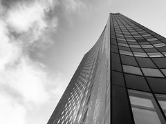 Leipziger Weisheitszahn (mperlet) Tags: bw fenster wolken leipzig augustusplatz stadt architektur sw 1972 gebäude hochhaus uniriese kreativ steilerzahn
