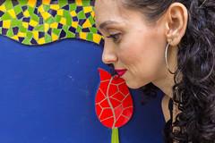 Tulipa & Lorena (Pzado) Tags: portrait retrato interior sopaulo flor mosaico sp tulip rua parede tulipa embu ladrilho embudasartes lorenagrisi