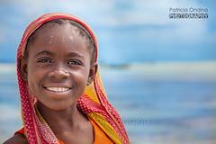 Zanzibar smile, sourire de Zanzibar (Patricia Ondina) Tags: ocean africa mer seaweed beach smile canon tanzania seaside turquoise indianocean zanzibar colourful sourire plage color afrique algues ocan travelphotography tanzanie ocanindien photosdevoyage
