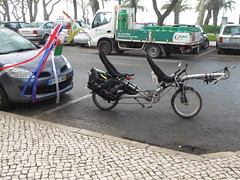 Parked (cyclingshepherd) Tags: 2016 april cyclingshepherd algarve portugal bike bicycle tandem fahrrad rad rohloff disk brakes disc bicicleta recumbent laidback hpv rubis 406 richardcresswell ovo suspension splittable packable captain stoker ortlieb cbsgás olhão vélo velo streamers flag unionflag wales welsh uss high5 race power liegerad bici vélocouché pannier racks bidon bottle olhao autoremovedfrom1to5faves separable pib algarvepitoresco