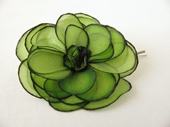Small green rose hair bobby pin (simutes) Tags: black flower green rose painting hair spring pin hand painted silk handpainted accessories hairpin silkpainting silkflower greenrose bobbypin silkrose