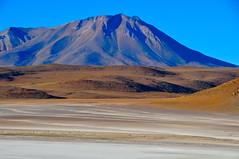 Bolivia- altiplano (venturidonatella) Tags: panorama mountains latinamerica colors america landscape nikon bolivia colori altopiano montagna paesaggio altiplano monti d300 nikond300