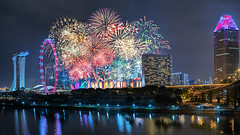 The Grand Finale (Mabmy) Tags: bridge composite 35mm flyer singapore lotus fireworks sony newyear casino cbd hotels mbs 2016 mbfc a7rii