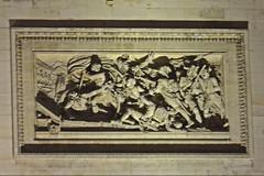 2016.01.02.044 PARIS - L'Arc de Triomphe - Le passage du pont d'Arcole le 15 novembre 1796 par Jean-Jacques Feuchre (alainmichot93) Tags: paris france statue seine ledefrance place illuminations arcdetriomphe basrelief 2016
