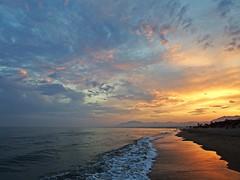 La orilla del Mediterrneo (Antonio Chacon) Tags: sunset espaa atardecer mar spain agua andalucia cielo costadelsol mediterrneo mlaga marbella orilla