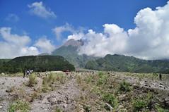 DSC_0337 (fredy_ngahu) Tags: cloud mountain nature indonesia landscape nikon outdoor yogyakarta merapi d90 fredyngahu