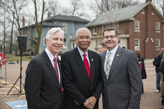 Illinois State Senator Michael Connelly, Trustee Herman White, Illinois State Representative Grant Wehrli (North Central College) Tags: toppingoutcelebration sciencecenter brandonritter 2016 brilliantfuture michaelconnelly statesenator grantwehrli staterepresentative hermanwhite trustee boardoftrustees