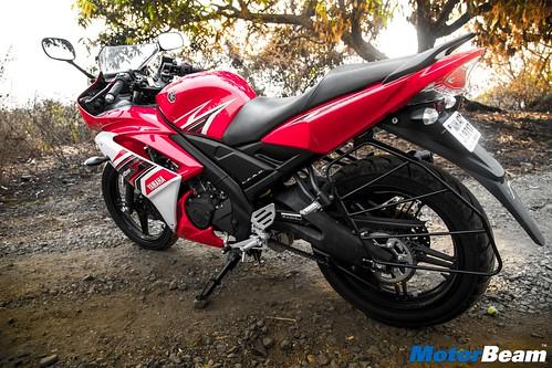2016-Yamaha-R15-S-04