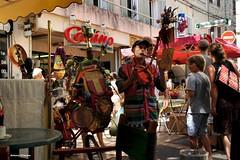 ...Artisti di strada # 5 (antosti) Tags: people apt nikon gente d70s colori francia provenza musico