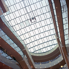 mall cover (anfenglin) Tags: 120 6x6 film architecture mediumformat square leipzig karstadt kodakportra400 rolleicordiii filmism epsonv500 schneiderxenar75mm labor80