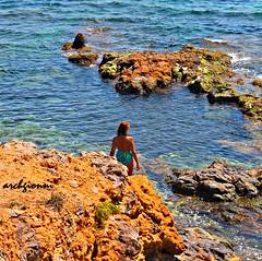 calura (archgionni) Tags: sea summer italy woman hot nature water donna italia waves estate stones natura calm onde scogli caldo