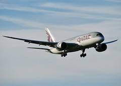 A7-BCV (AnDrEwMHoLdEn) Tags: manchester airport qatar manchesterairport 787 egcc dreamliner 05l