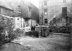 Unknown (Dundee City Archives) Tags: old yards building stone children back photos dundee victorian courts slum slums 1918 victorianhousing victoriantenements olddundeephotos smallswynd