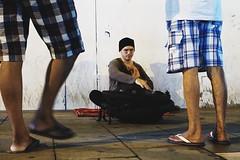 Hang Street Performer (hilman79) Tags: life street city people musician audience streetphotography olympus malaysia streetperformer kualalumpur hang han omd bukitbintang 25mm streetmusician musicinstrument starhill mzuiko25mm em5markii