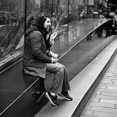 Bite (stephen cosh) Tags: street film scotland unitedkingdom glasgow candid streetphotography gb leicam7 trix400 stephencosh