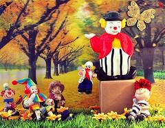 Finalmente il grande salto (_Gi_) Tags: fun toys clown fantasy clours sbirulino