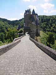Burg Eltz (kenjet) Tags: building brick castle history stone germany de deutschland europe burgeltz medieval structure mortar burg eltz eltzcastle