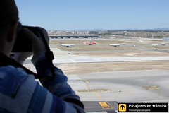 Busy traffic - Madrid Barajas (Ana & Juan) Tags: madrid tower canon airplane airport aircraft aviation airplanes planes mad spotting aviones barajas aviacin spotters spotter lemd madridbarajas