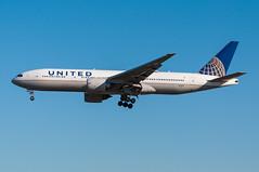 N77012 - United Airlines - Boeing 777-200 (5B-DUS) Tags: am airport frankfurt united main international boeing flughafen airlines 777 fra fraport b777 eddf 777200 b772 n77012