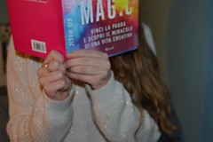 Magic! (Jessica Lozza (Italy)) Tags: love girl hair book focus colours magic books libri leggendo passion ragazza italiana capelli leggere