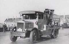 1930/1949 - London Transport Karrier Wrecker 175 K. Westminster bridge heading West. (RTW501) Tags: london countyhall westminsterbridge karrier ltsv 175k breakdowntender londontransportservicevehicle oo9gj