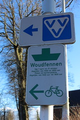 That way to the ferry (Davydutchy) Tags: holland netherlands sign ferry traffic nederland tourist schild pont service information paysbas friesland bord niederlande verkeersbord bordje fryslân frisia langweer vvv uithangbord langwar boerd úthingboerd boerdsje