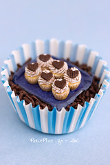 Miniature Chocolate Cupcakes (PetitPlat - Stephanie Kilgast) Tags: sculpture art cake cookie handmade polymerclay fimo cupcake pastry foodart realism miniaturecake miniaturefood oneinchscale sweetfoods 1to12 miniaturecookie