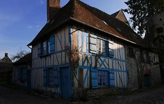 la maison bleue , construite en 1691 (buch.daniele) Tags: house bleu maison gerberoy luminosit danielebuch